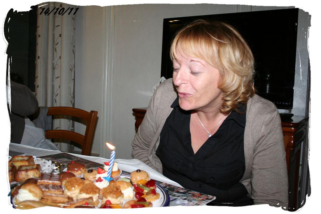 http://www.creaisa.fr/Photos/2011_10_14 anniversaire Marilene2.jpg