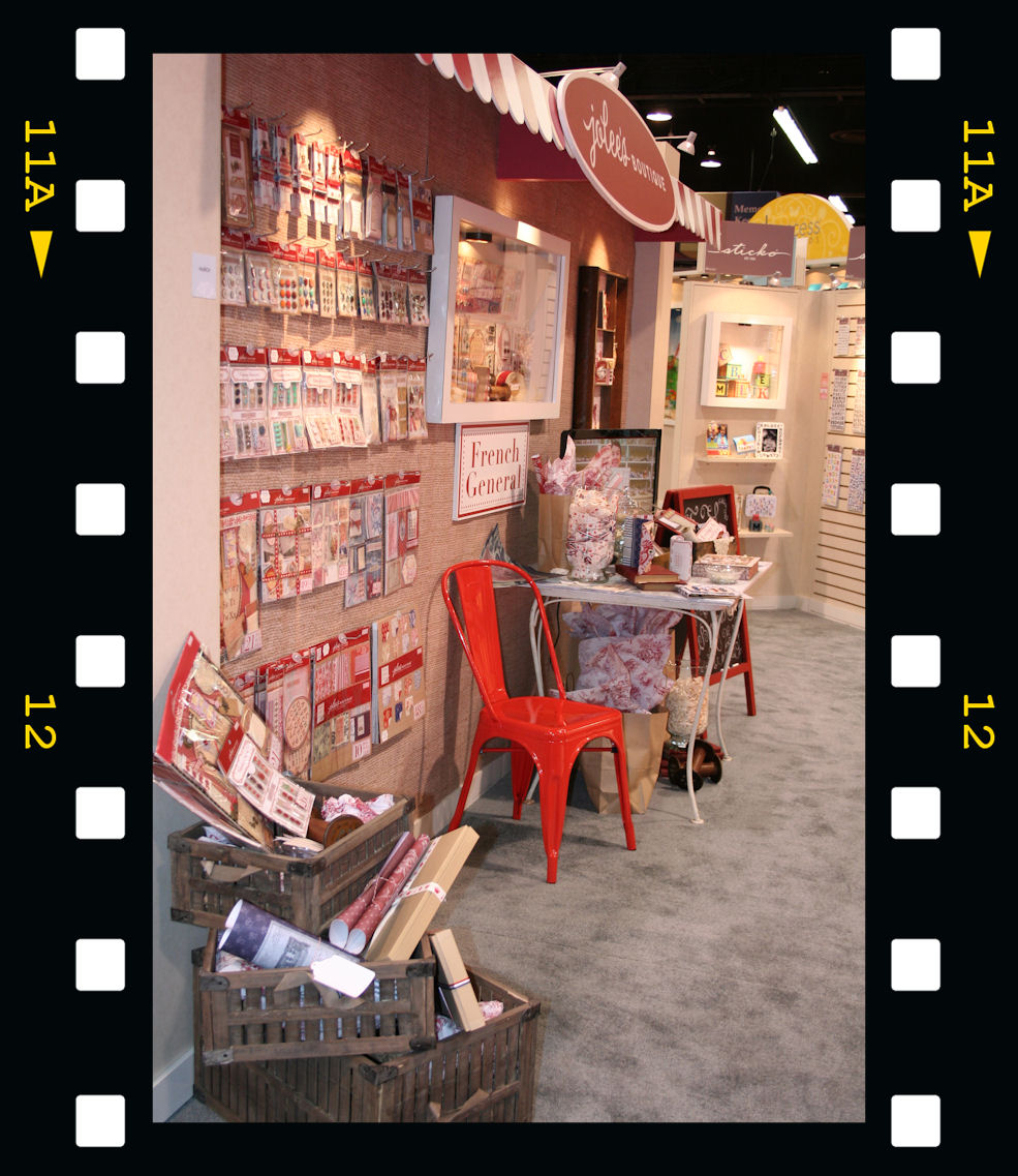 http://www.creaisa.fr/Photos/2012 CHA stand Jolee's boutique.jpg